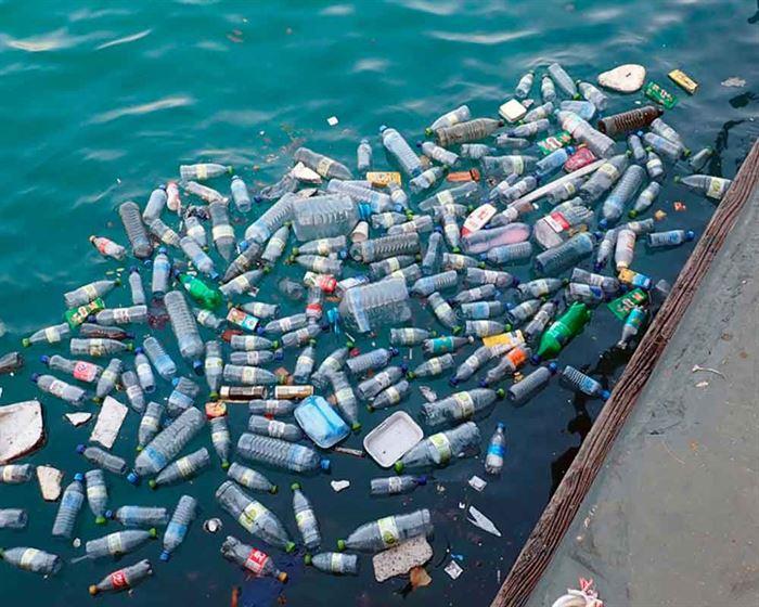 Contaminación de agua por plásticos