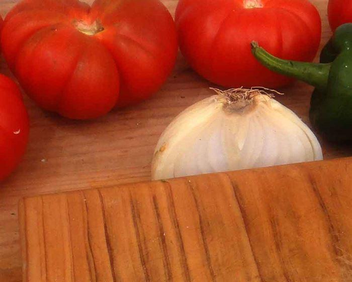 Tomates, cebolla y pimiento
