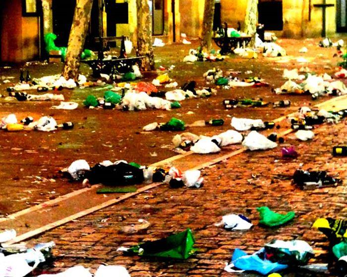 calle con basura